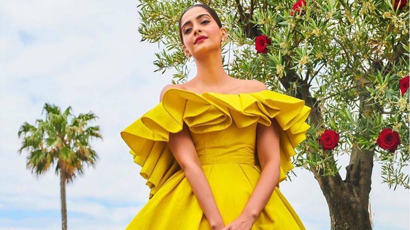 Latest Fashion Trend – Off Shoulder Dresses